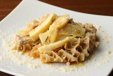 季節の食材を堪能する『トリッパと筍の煮込み ごく軽いトマトソース』