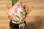 人気のオリジナルメニュー『サーロインすき焼き』は、焼肉店でしか味わえないすき焼きとなっております。