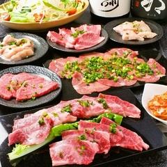 お肉好きにはたまらない本日のオススメ黒毛和牛5種盛りも楽しめるたにやんの 1番大人気コースです!