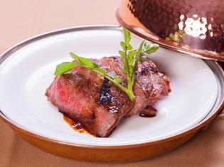 上質な牛肉の旨みを堪能できる『神戸牛の網焼き』