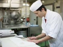 美味しさはもちろん、お客様の五感を刺激する料理を日々考案中