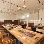 2階には、最大40名まで利用できるテーブル席