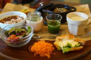 お野菜中心オークの選べるワンプレートランチ (ドリンク付)