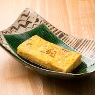 食器に有田や織部といった名物を使用。「器は料理の着物」といわれるように、料理と食器との調和にも配慮され、一つひとつの料理の魅力がより際立つよう、工夫を凝らしています。