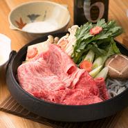 良質の飼料で育つ高品質な北海道十勝牛や、おいしい肉の血統を大切にする鹿児島黒毛和牛などを料理によって使い分けています。また、お豆腐は自家製。産地直送の安心野菜と一緒に多彩な肉料理をご堪能ください。