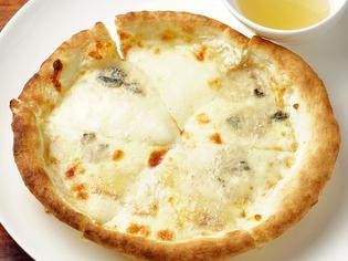 チーズ好きにはたまらない『クワトロフォルマッジピッツァ』