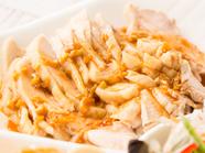 ぷりっとした鶏肉とシャキシャキザーサイを組み合わせた前菜『鶏肉とザーサイ和え』