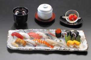 熟練の技が光る鮨を気軽に味わえる昼限定の『牡丹(握り8貫)』