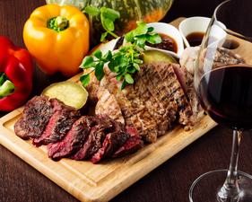 豪快に食べ尽くせ!! 真空低温で旨みが凝縮された肉の盛り合わせ 450g