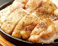 鳥取県の大山鶏の「もも肉」を一枚贅沢に使用した至高の一皿『鶏もも肉の壱枚焼き』