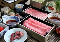 白金豚と近江牛の両方をお楽しみいただけます。  先付、造里、寿司、白金豚(バラ)、つゆ、野菜、近江牛肩ロース、ポン酢、近江蕎麦、デザート