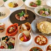 朝から夜まで全ての時間に、ビュッフェスタイルでの料理を提供