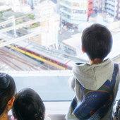 京橋駅直結ホテルならではの特権。眼下に広がるトレインビュー