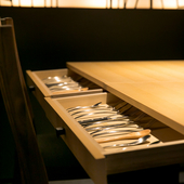 お箸でも楽しめるフレンチ。器やカトラリーの美しさもご馳走に