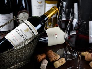 常時200銘柄、400本がストックされている『ワイン』