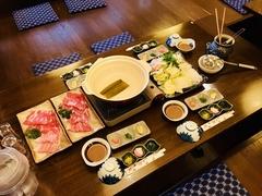 富士山の湧き水で育てた幻の豚「富士山湧水ポーク」 自家製のポン酢や胡麻だれでお楽しみ下さい。