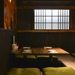 自然の美しさを大切に、無垢の木材をふんだんに使った安らげる空間。女性同士の飲み会に最適です。マニアックな日本酒や焼酎を取り揃えておりますので、話のネタにいかがでしょうか。