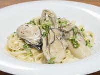 プリップリの大振り牡蠣が絶品『鳥羽桃取産牡蠣とあおさのクリーム生パスタ』