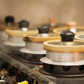 オーダーごとに炊きあげられ、さまざまな具材を楽しめる『釜飯』
