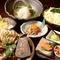 鍋に欠かせない、国産和牛の小腸や新鮮な野菜