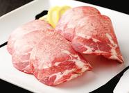 それぞれの部位によって違う味わい。上質な牛肉の旨みを堪能できる『飛騨牛3種盛り』