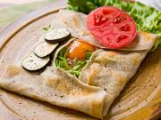 『ガレット』も、無農薬で栽培されている深山ファームの蕎麦粉を使用しています。ボリュームたっぷりでヘルシーな逸品です。