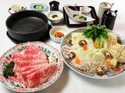和三盆を使用した割下が神戸牛の旨みをより一層引き立てる逸品です。季節を感じる和の前菜も楽しみのひとつ。彩り豊かな野菜とともにすき焼きを堪能しましょう。(単品)神戸牛すき焼き、京都産宇治茶そば14,500円
