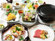 旬の食材を使用した、月替りのコース料理です。メインは「しゃぶしゃぶ」または「ステーキ」のうちお好みのお料理を選びましょう。前菜・お造り・焚き物・焼き物・ご飯・デザートを楽しめます。