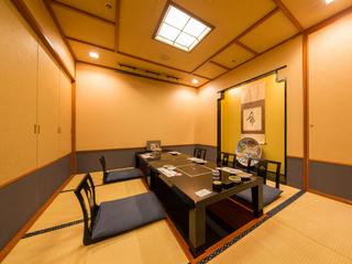 優雅な空間、寛ぎの掘り炬燵個室