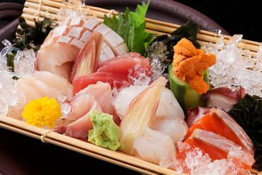 華やかさと共に、旬の魚介を味わえる喜び『お造り おまかせ盛り合わせ』