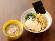 マニアにはたまらない濃厚つけ汁と全粒粉の太麺『つけ麺』