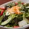 サラダ、キムチ、ナムルなど、ヘルシーな野菜料理も豊富