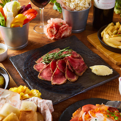 肉好きのお客様にはたまらない!肉厚ジューシーな自家製ローストビーフが味わえる特上コースをご用意!