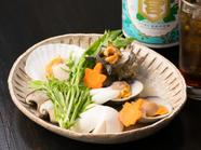 貝と野菜の旨みがギュっと詰まった『はまぐり・サザエ・ホタテの酒蒸し』