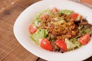 『牛ホホ肉の赤ワインソース煮込み』は箸で切れるほどトロトロ
