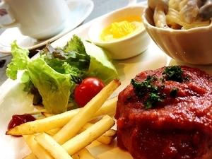 『タルトフランベ』は食事としてもおつまみとしても楽しめる