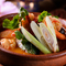 タイ産の生ハーブを使用。酸味と辛味が絶妙にマッチした、家庭では味わえない本場タイの味『トムヤムクン』