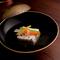 一品ごと丁寧に仕上げた料理や鮨など、会食向きのコースが揃う