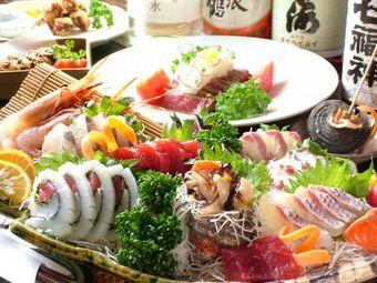 海鮮料理はもちろん国産和牛のローストは大分名物鶏天などお肉料理も楽しめる充実の内容!