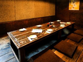 落ち着いた空間で、さまざまな郷土料理を堪能できる店