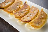手づくりの皮と餡の美味しさのバランスが抜群の『焼き餃子』