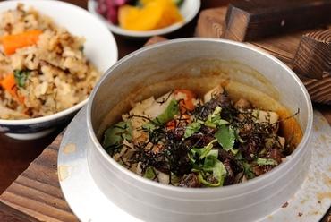 季節の食材を使った『月替わりの釜飯』や『ミックス釜』