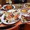 魚料理は季節の鮮魚と天使海老を、肉料理は和牛イチボのローストビーフを、パーティーに華を添えます。