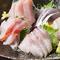 三崎港より本マグロを、築地の鮮魚が楽しめます。