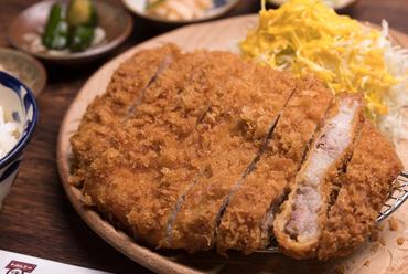 噛むたびに溢れる肉汁がたまらない『やんばる島豚あぐー 特上リブロースカツ(250g)』