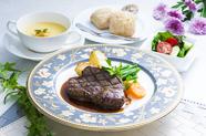 脂が少なくて柔らかいお肉をたっぷり堪能できる『牛フィレステーキランチ』
