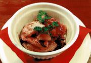 宮城県産の新鮮なムール貝をこれでもかというくらい鍋に敷き詰め、シードラもしくはシェリー酒で蒸し上げます。鮮度の高いムール貝は身もプリップリ。大勢で囲めば会話も盛り上がりそうです。