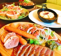 絶品チーズフォンデュを主軸に楽しめる、人気のお料理コース。 【+1800円で飲み放題追加可能♪】