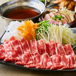 料理長こだわりの風味豊かなあっさり出汁!新鮮な真鯛、または鮪を使用したしゃぶしゃぶは当店人気No.1!