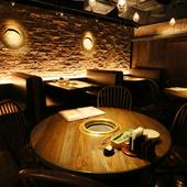 スペインバルのようなオシャレ空間で、創作タパス×焼肉デート